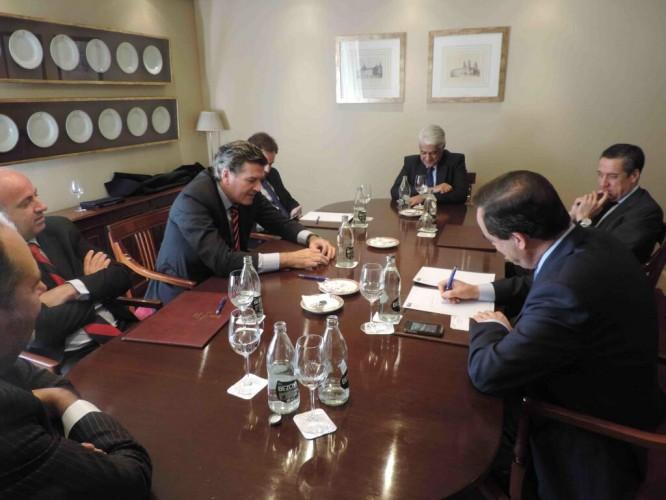 MADRID: con José Bono, ex Ministro de Defensa y ex Pte de Castilla La Mancha